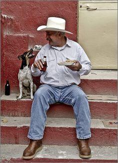 Lunch buddies somewhere in México.