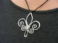 Cool wire wrapping....Fleur de lis by concetta