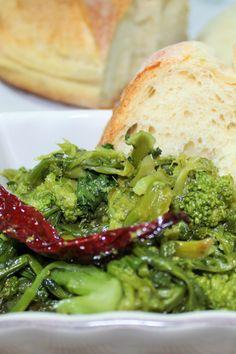 CIME DI RAPA STUFATE #cimedirapa #rapa #verdure #ricettavegetariana #ricettaconrape #ricettaconverdure #ricettafacile #ricettabase #verdurestufate #aglio #peperoncino #contorno