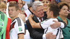 Bundespräsident  Joachim Gauck zeichnet die Fußball-Weltmeister mit dem Silbernen Lorbeerblatt aus. Eine Sprecherin Gaucks bestätigte einen entsprechenden