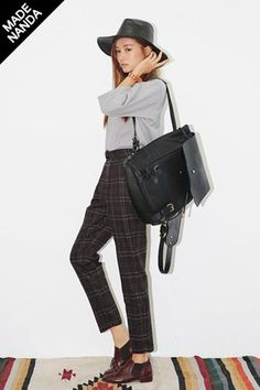 Today's Hot Pick :復古格紋寬鬆休閒褲 http://fashionstylep.com/SFSELFAA0016193/stylenandatw/out 經典格紋休閒褲。 搭配簡潔上衣,穿出流行復古造型。  - 寬鬆長褲,休閒時尚。  - 褶縫細節,不失個性。 永遠流行的格紋休閒款,時尚姐妹們一定要到手。