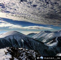 """Parádny výhľad čarovná Malá Fatra poďme """"NA HORY""""  #praveslovenske od @m.a.r.i.a.n___no  #slovensko #slovakia #velkyrozsutec #malafatra #rozsutec #hiking #hills #snow #winter #clouds #sky #trees #adventure"""