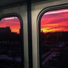 Imagem de sky, sunset, and train