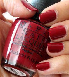 Un tono rojo para un mani impecable.  #OPI #Rojo #Mani