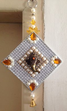 Ganpati wall hanging:) Ideal return gift for Ganesh Chaturthi.For order n details Whatsspp 9743926042 Handmade Wall Hanging, Wall Hanging Crafts, Diy Wall Art, Diy Art, Wall Hanging Designs, Diwali Craft, Diwali Diy, Gift For Raksha Bandhan, Ganesh Chaturthi Decoration