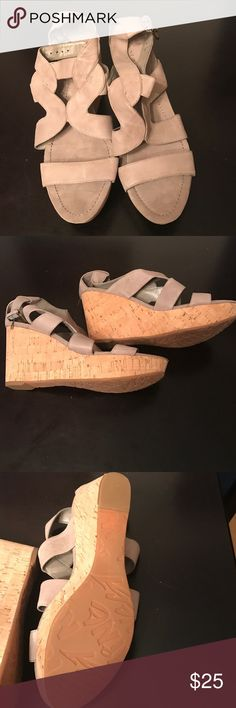 Nine west size 10 grayish taupe sandals The shoes never been worn. The heel is a wedge heel that is gradual. Nine West Shoes Sandals