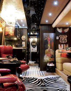 Junk Gypsies: Nashville or Bust! Miranda Lambert's Junk Gypsy tour bus from 8 years ago Vintage Airstream, Vintage Travel Trailers, Vintage Campers, Vintage Rv, Tour Bus, Junk Gypsies Decor, Hollywood Homes, Country Living Magazine, Gypsy Caravan