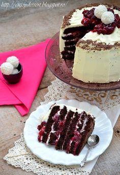 Chocolate cake with cherries and marscapone. No Bake Desserts, Just Desserts, Chocolate Cherry Cake, Custard Cake, Fudge Cake, Dessert Bread, Homemade Cakes, Desert Recipes, Coffee Recipes