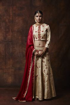 Looking for off white lehenga? Browse of latest bridal photos, lehenga & jewelry designs, decor ideas, etc. on WedMeGood Gallery. Lehenga Jewellery, Happy Pictures, Indian Bridal, Indian Fashion, Off White, Real Weddings, How To Wear, Delhi Ncr, Dresses