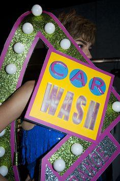 """Les inspirations """"car wash"""" du défilé Moschino"""