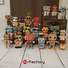 Lounge / Ceria / Daiso / DIY / rust paint / O . Recycled Robot, Recycled Art, Wooden Crafts, Diy And Crafts, Crafts For Kids, Diy Robot, Robot Art, Woodworking For Kids, Woodworking Projects