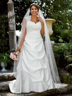 PICS OF PLUS SIZE WEDDING DRESSES | Davids Bridal Plus Size Wedding Dresses Spring 2011 Collectionion