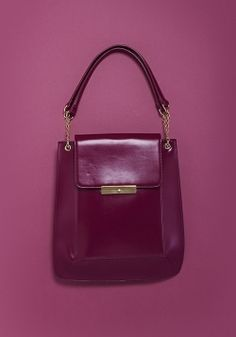 The color of this trendy bag is the perfect shade of purple for fall. Fall Accessories, Handbag Accessories, Fashion Accessories, Beautiful Handbags, Beautiful Bags, Color Rush, Cloth Bags, Shades Of Purple, Fashion Handbags