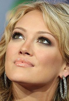 - pretty makeup - Just because Hilary Duff is my idol Pretty Makeup, Love Makeup, Makeup Tips, Beauty Makeup, Makeup Looks, Hair Beauty, Simple Makeup, Neutral Makeup, Perfect Makeup