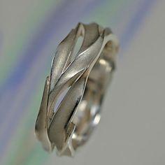 Σκαλιστό δαχτυλίδι, μπορεί να γίνει εξίσου εύκολα σε κερί ή σε μεταλλικό πηλό.