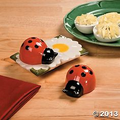 Ladybug Salt Pepper Shakers~ Oriental Trading Company /For T. Salt N Peppa, Flower Holder, Salt And Pepper Set, Oriental Trading, Salt Pepper Shakers, Cookie Jars, Coco, Party Supplies, Tea Pots