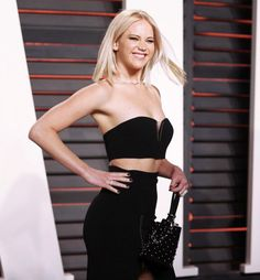 Jennifer Lawrence attends the 2016 Vanity Fair Oscar Party Hosted By Graydon Carter at the Wallis Annenberg Center for the Performing Arts on February 28, 2016 in Beverly Hills, California.