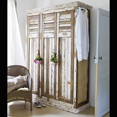 chippy wooden lockers!
