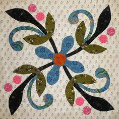 Come Quilt (Sue Garman): Part One: Workshops, Retreats, a Mystery. Quilt Block Patterns, Applique Patterns, Applique Quilts, Embroidery Applique, Quilt Blocks, Colchas Quilting, Quilting Projects, Quilting Designs, Hand Applique
