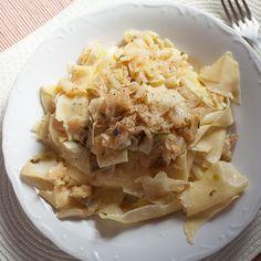Flekice ili rezanci, testo ili nasuvo sa kupusom. Kako god ga zvali i ovo jelo spada u ona stara, jednostavna i jeftina domaća jela kao što je i nasuvo s krompirom. ...