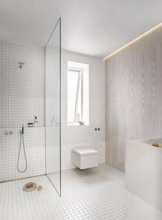 Anne Boysens beautiful white bathroom