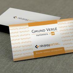 Kreatív papírra nyomott névjegykártyák