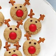 Reindeer Cookies - use your favorite cookie dough and add red M, mini chocolate chips, and broken pretzels
