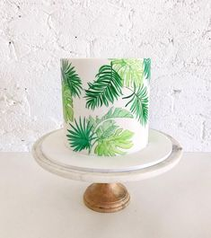 Elegant tropical party cake idea with painted tropical leaves Hawaii Cake, Hawaii Hawaii, Hawaii Birthday Cake, Hawaiian Party Cake, Aloha Cake, Gateau Cake, Torta Baby Shower, Safari Cakes, Jungle Cake