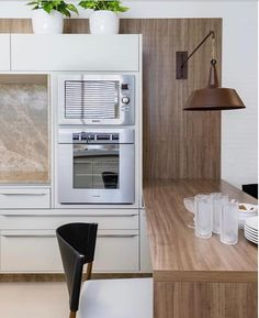 Outro ângulo desta cozinha que fez sucesso por aqui.  Amei! @pontodecor  Foto Elton Rocha www.homeidea.com.br    Face: /homeidea #bloghomeidea #olioliteam #arquitetura #ambiente #archdecor #archdesign #hi  #homestyle #home #homedecor #pontodecor #homedesign #photooftheday #love #interiordesign #interiores  #cute #picoftheday #decoration #world  #lovedecor #architecture #archlovers #inspiration #project #regram #cozinha