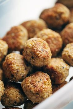30 Minute Vegetarian Meatballs 30 Minute Vegetarian Meatballs - cauliflower, quinoa, brown rice, garlic, and spices. SUPER versatile - recipe makes a huge batch so you can stockpile them in your freezer for easy meals later! Veggie Dishes, Veggie Recipes, Whole Food Recipes, Cooking Recipes, Healthy Recipes, Batch Cooking, Recipes With Quinoa, Brown Rice Recipes, Dishes Recipes