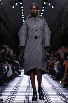 A cocoon coat | Balenciaga Fall 2015 (Photo: Nowfashion)