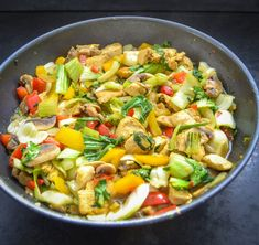 Asia pan with the pak choi and chicken Wok Recipes, Ground Beef Recipes Easy, Chicken Recipes, Healthy Recipes, Chicken Stir Fry, Kung Pao Chicken, Seafood Salad, Pasta Salad, Stir Fry Wok