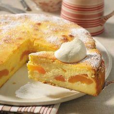 Einfach, schnell, lecker: Wir zeigen Ihnen Schritt für Schritt, wie ein unglaublich köstlicher Käsekuchen ohne Boden mit saftigen Aprikosen zubereitet wird.