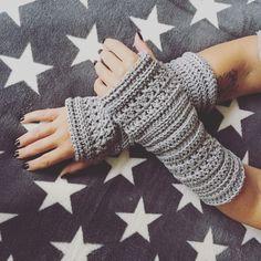 "Crochet Pattern Arm Sleeves / Wrist Warmers ""Bella"" Go to full content Crochet Gloves Pattern, Crochet Mittens, Knitted Gloves, Baby Knitting Patterns, Diy Crochet, Crochet Hats, Fingerless Mittens, Hat Patterns, Arm Crocheting"