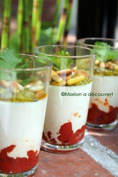 Panacotta parmesan, tomates séchées et pesto Tapas, Pesto, Mini Foods, International Recipes, Creative Food, No Cook Meals, Italian Recipes, Food Inspiration, Sweet Recipes