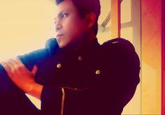 """Fradhyt Fahrenheit Adhyatmand , Indonésie best-seller romancier à succès """"BEAUTY FOR SALE""""  et """"BEAUTY FOR KILLING"""". Les deux premier roman entrants Asiatiques Liste des sélections de livre à la bibliothèque nationale d'Australie!  Fradhyt désormais une carrière en tant que consultant exécutif multilokal une agence de publicité de marque à Jakarta, ainsi que directeur de la création qui a traité plus de 500 publicités commerciales à la télévision."""