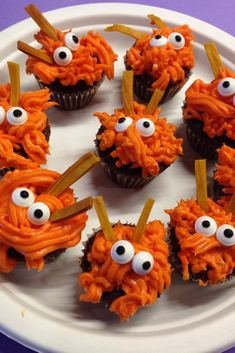 Mini Cupcakes Are Usually Just The Right Size For Most Kids And These Little Monsters Are Easy To Make With Orange Frosting And A Grass Tip