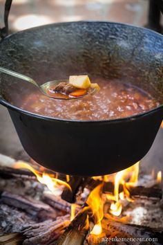Stews are always a good call- the warmth of home with the added mystery of the cauldron. Hungarian Cuisine, Hungarian Recipes, Hungary Food, Native Foods, Vegan Stew, National Dish, Just Eat It, Goulash, Rind