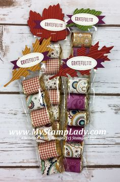 Check out this perfect Vintage Leaflets table decor for your Thanksgiving table. Thanksgiving Favors, Thanksgiving Table Settings, Fall Crafts, Holiday Crafts, Diy Craft Projects, Diy Crafts, Candy Gifts, Candy Favors, Favours