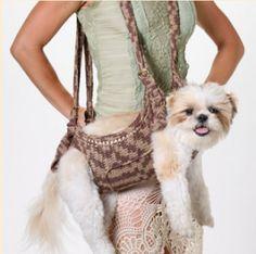 Para as minhas queridas craques no tricot: vejam que linda essa bolsa de tricot para carregar o seu cãozinho!...