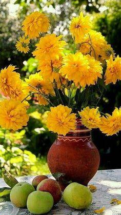 Beautiful Flower Arrangements, Wedding Flower Arrangements, Floral Arrangements, Fruit Flowers, Yellow Flowers, Beautiful Flowers, Flower Vases, Flower Art, Autumn Scenes