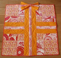 Small quilts part 01 – Wrapped Gift | ipatchandquilt