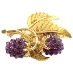 Tiffany and Co. Almandine Garnet Blackberry Gold Branch Brooch at Antique Brooches, Gold Brooches, Antique Jewelry, Tiffany Jewelry, Vintage Engagement Rings, Wedding Engagement, Beads And Wire, High Jewelry, Jewelery