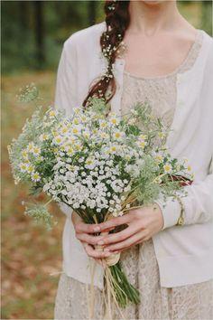 white wildflower bouquet @weddingchicks