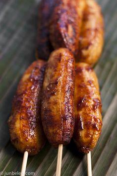 Luau snack fried bananas with brown sugar Hawaiian dessert Filipino Dishes, Filipino Desserts, Filipino Recipes, Filipino Food, Filipino Street Food, Filipino Culture, Easy Desserts, Deep Fried Bananas, Grilled Bananas