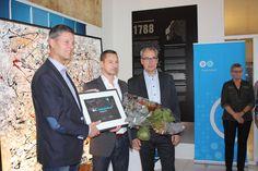 Dansk Industri giver Pris/gave til virksomhed i form at kunst fra FINNERMANN. På billede ses Direktør Thomas Hovmand, borgmester for Guldborgsund kommune Bjarne Brædder og Direktør Allan Schmidt fra DI.