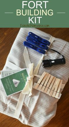 """Printable Fort Building Kit- What kid wouldn't love this perfect """"handmade"""" gift- Plus learn how to build your own #SofaFortCity."""