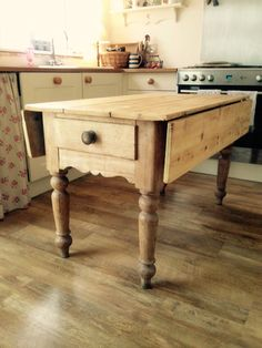 Work table- spend time with family preparing meals ❤️ Pine Table, Drop Leaf Table, Pine Furniture, Diy Furniture Projects, Farmhouse Kitchen Tables, Country Kitchen, Bungalow Kitchen, Vintage Dressers, Remodels