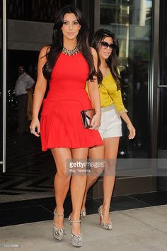 TV personalities Kim Kardashian (L) and Kourtney Kardashian leave their Midtown Manhattan apartment on August 30, 2011 in New York City.