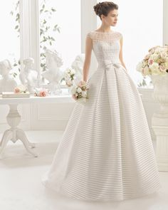 codal Beaded hemstitch wedding gown. Aire Barcelona 2017 Collection.